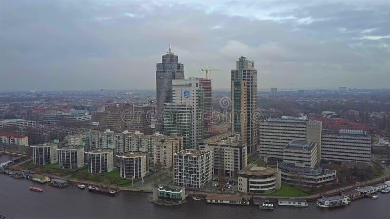 AMSTERDAM, NEDERLAND - DECEMBER 29, 2017 Luchtmening van complexe stadszaken en de Philips-hoofdkwartier bouw royalty-vrije stock foto