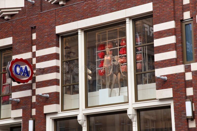 AMSTERDAM, NEDERLAND - JUNI 25, 2017: Modieuze ledenpoppen i stock afbeelding