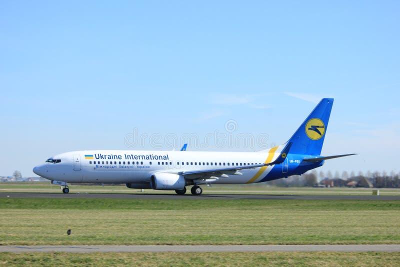 Amsterdam Nederland - Maart vijfentwintigste, 2017: Ur-PSS Ukraine International Airlines Boeing 737-800 stock foto