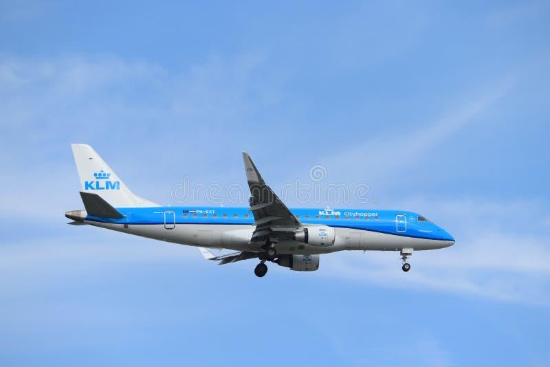 Amsterdam, Nederland - Mei dertigste 2019: Ph-Ext. KLM Cityhopper Embraer royalty-vrije stock foto