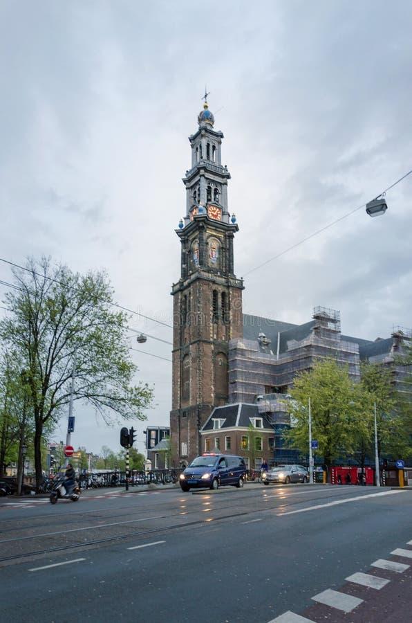Amsterdam, Nederland - Mei 6, 2015: Mensen in Westerkerk (Westelijke Kerk) een Nederlandse Protestantse kerk in Amsterdam royalty-vrije stock foto