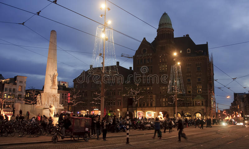AMSTERDAM, NETHERLANDS - DECEMBER 5, 2015: Dam Square by night o royalty free stock images