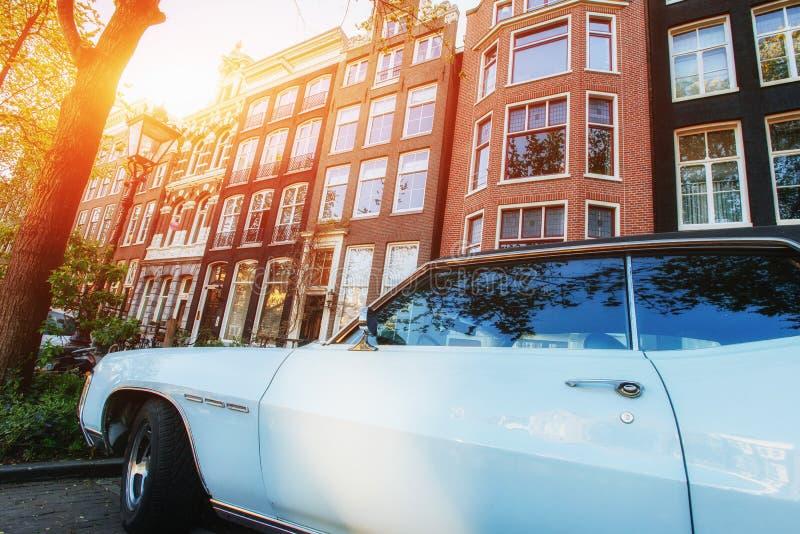 Amsterdam - Países Bajos Ventanas hermosas grandes de casas Buen w fotos de archivo libres de regalías