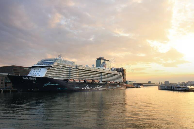 Amsterdam, Paesi Bassi - 11 maggio 2017: Mein Schiff 3 TUI Cruises fotografie stock libere da diritti