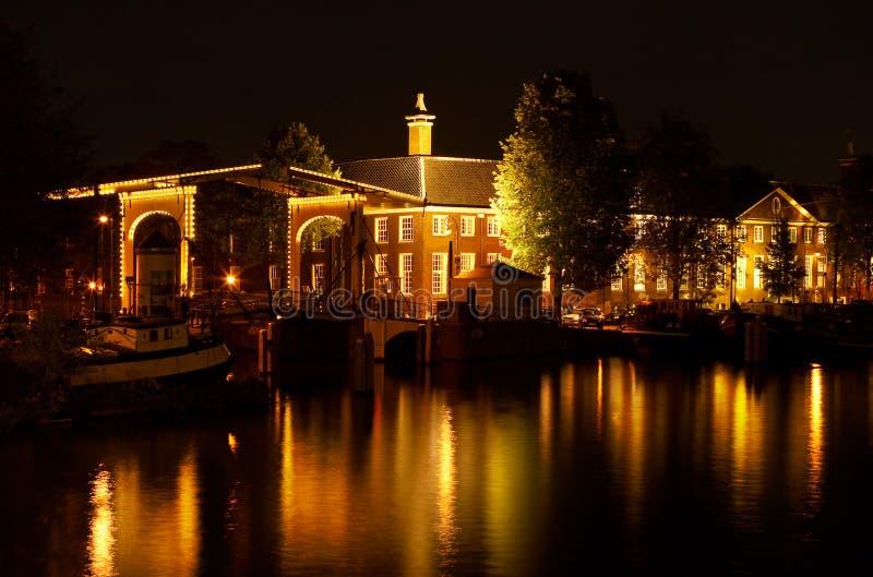 Amsterdam par nuit images libres de droits