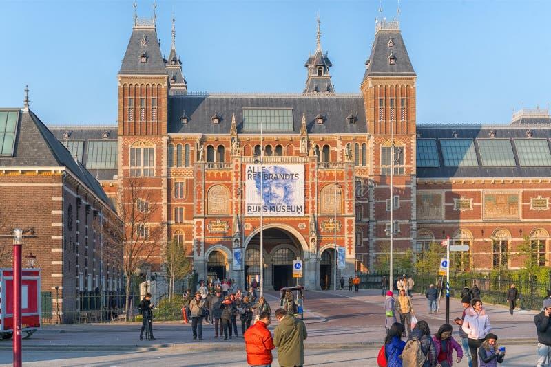Amsterdam, Pays-Bas - 9 avril 2019 : Bicyclettes classiques et maisons historiques ? vieil Amsterdam Rue typique ? Amsterdam avec photos stock