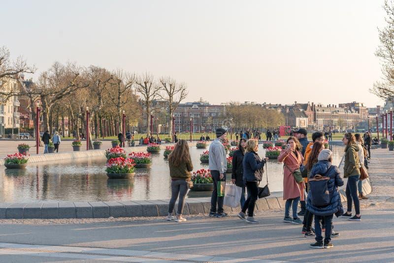 Amsterdam, Pays-Bas - 9 avril 2019 : Bicyclettes classiques et maisons historiques ? vieil Amsterdam Rue typique ? Amsterdam avec photos libres de droits