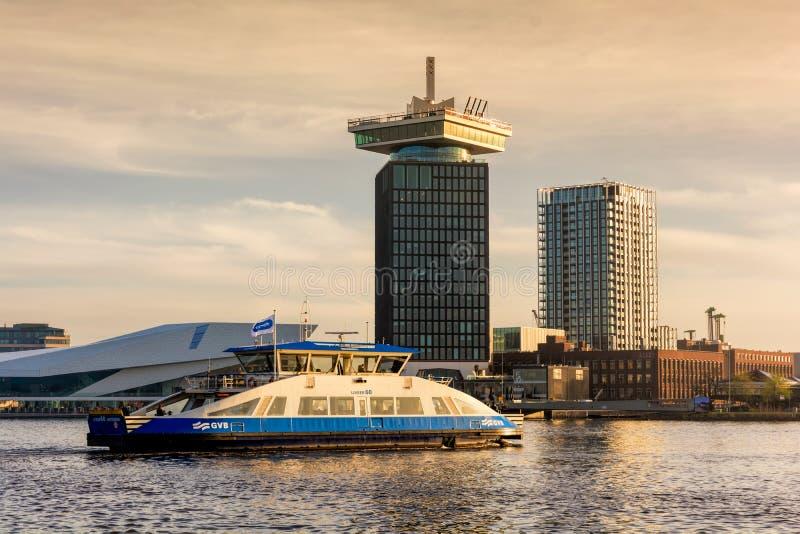 AMSTERDAM, PAYS-BAS - 13 AVRIL 2018 : La tour d'A'dam à l'aube - un haut bâtiment à Amsterdam avec la position d'oscillation, a photographie stock