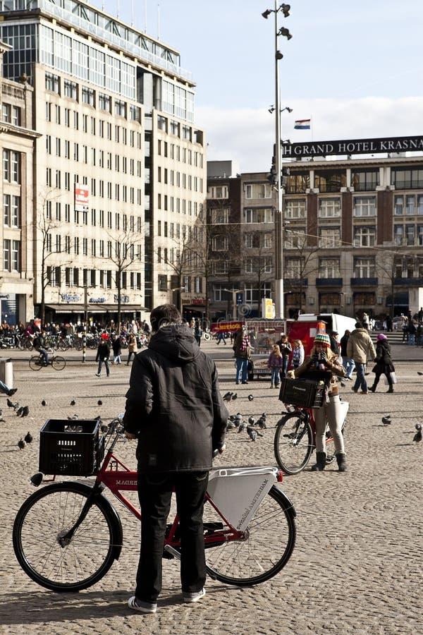 Amsterdam : Place et bicyclettes de barrage photographie stock libre de droits