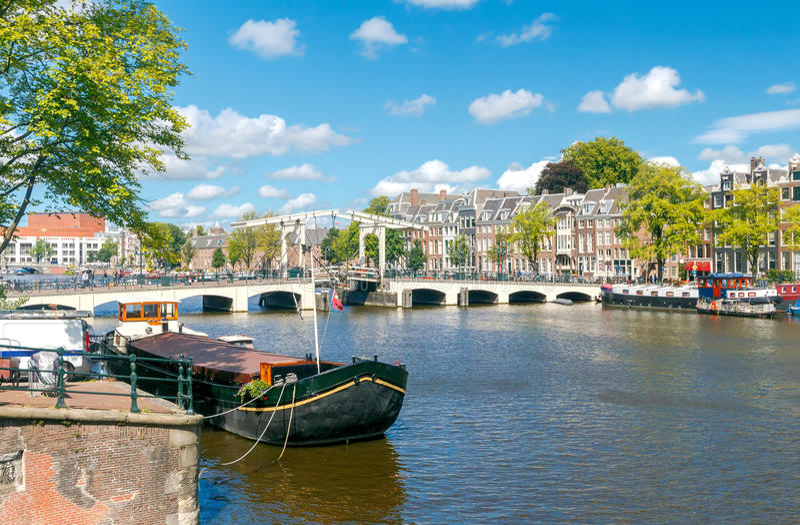 Download Amsterdam Pont maigre image stock. Image du étroit, amsterdam - 77150697