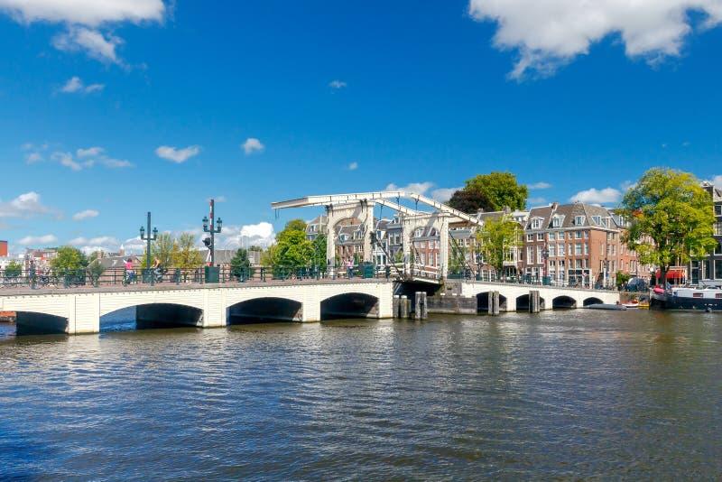 Download Amsterdam Pont maigre photo stock. Image du voûtes, fleuve - 77151068