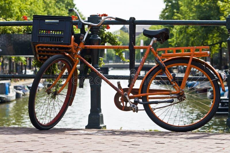 amsterdam roweru kanału pomarańcze obrazy royalty free