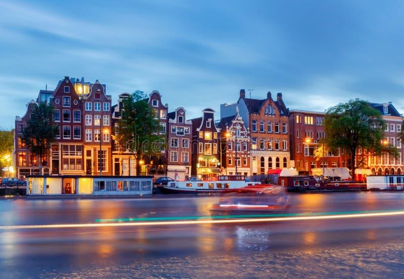 amsterdam Stadt-Kanal an der Dämmerung lizenzfreie stockfotografie