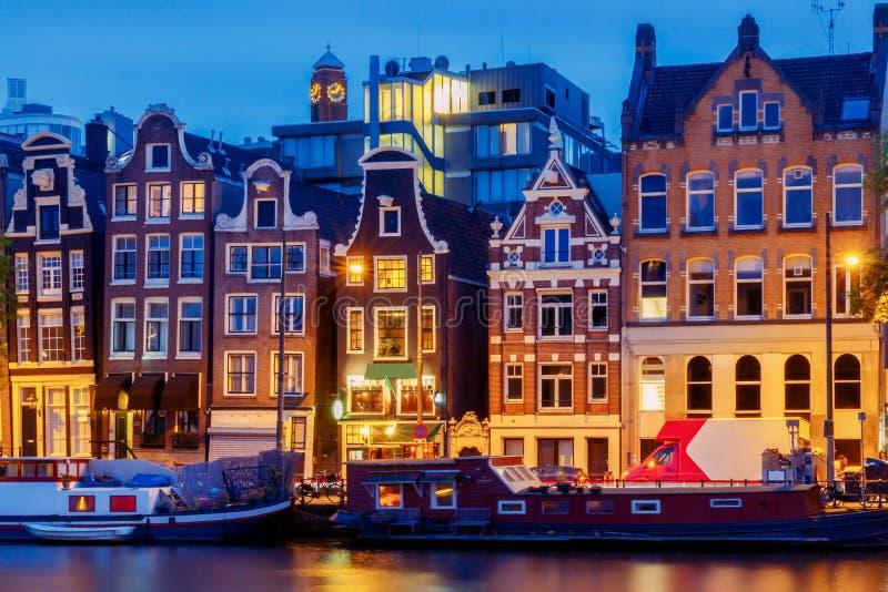 amsterdam Stadt-Kanal an der Dämmerung stockbilder