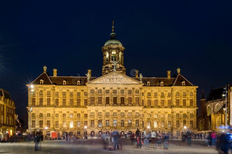 Amsterdam, tama kwadrat nocą fotografia royalty free