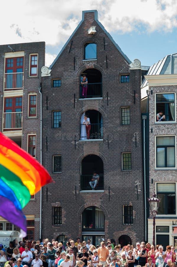 Amsterdam während der homosexuellen Kanal-Parade stockfotografie