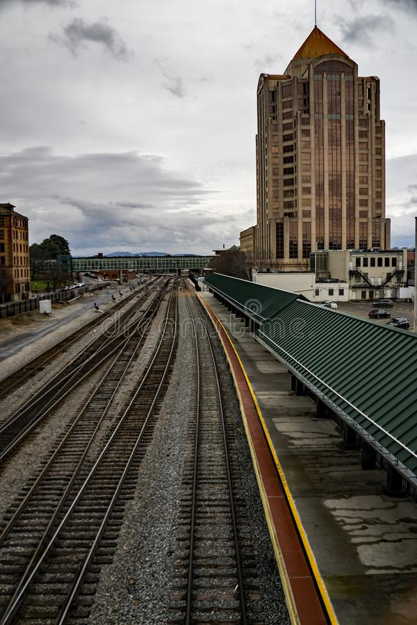 Amtrak Loading Platform - 4. Roanoke, VA – December 23rd: Amtrak loading platform with the Wells Fargo Tower Building in the background located in downtown royalty free stock photography