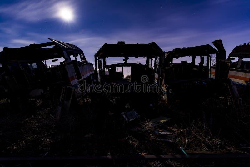 Amtrak Shell no crepúsculo - trens de estrada de ferro abandonados fotografia de stock royalty free