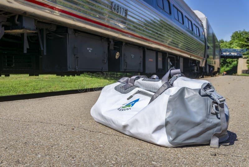 Amtrak trenuje przy Kirkwood, Missouri Rzeczny biegacz, MO obrazy royalty free