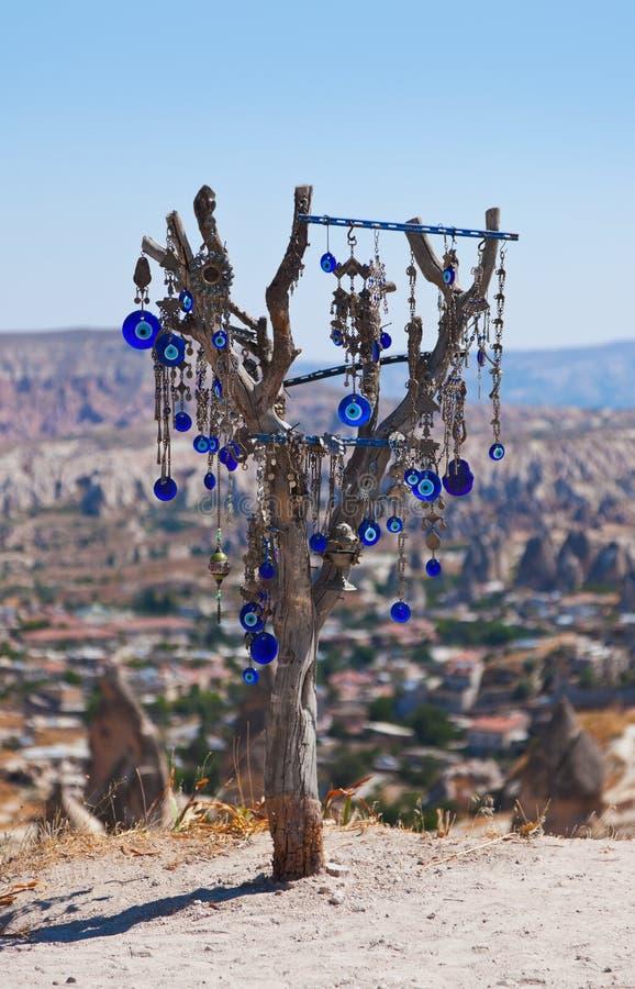 Amulette d'arbre et d'oeil mauvais dans Cappadocia Turquie images libres de droits