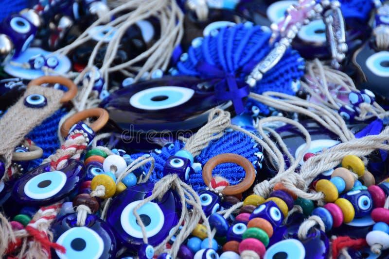 Amulettes d'oeil mauvais au bazar turc photos stock