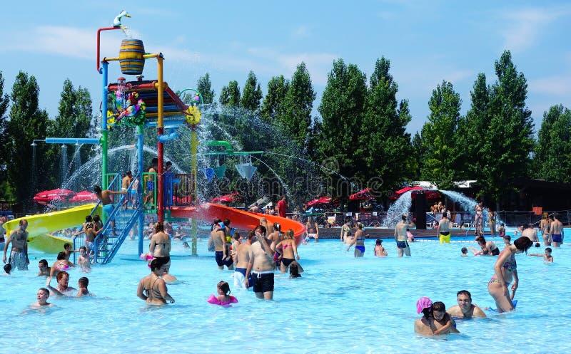 Amusement au parc aquatique photos stock