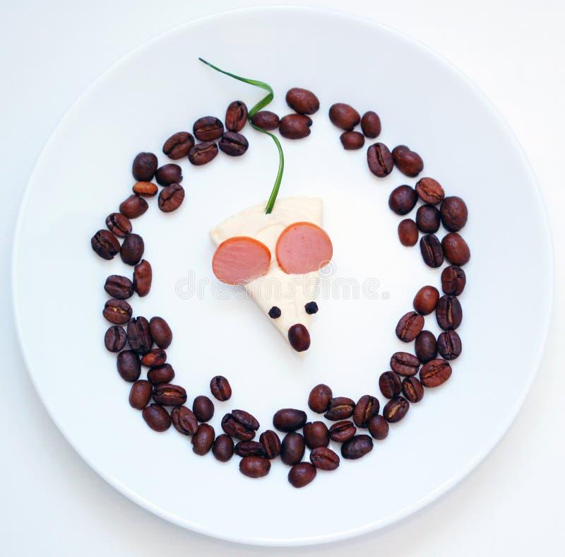 Amusement avec l'image de nourriture du plat blanc photos stock