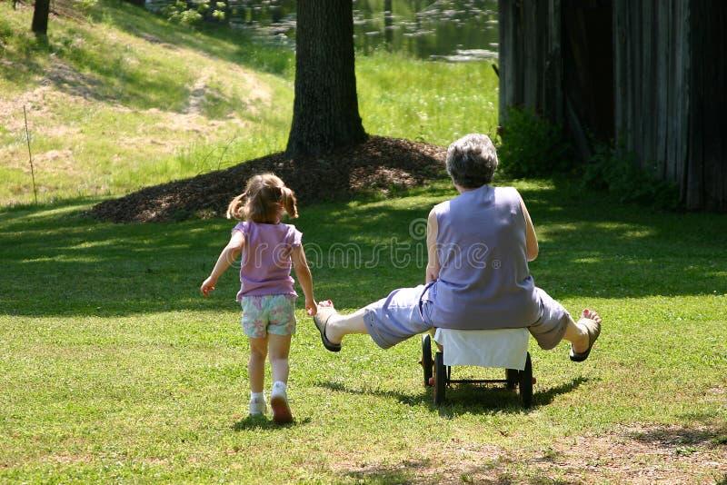 Amusement avec Nonna photos libres de droits