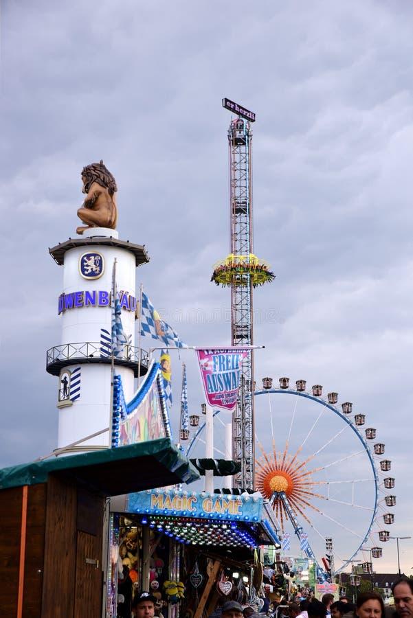 Amusement d'Oktoberfest à Munich images libres de droits