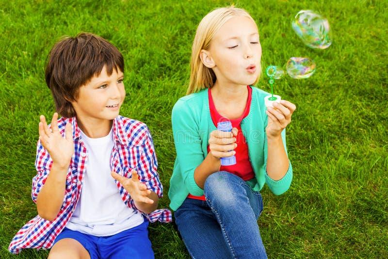 Download Amusement de bulle photo stock. Image du bulle, bonheur - 45350334