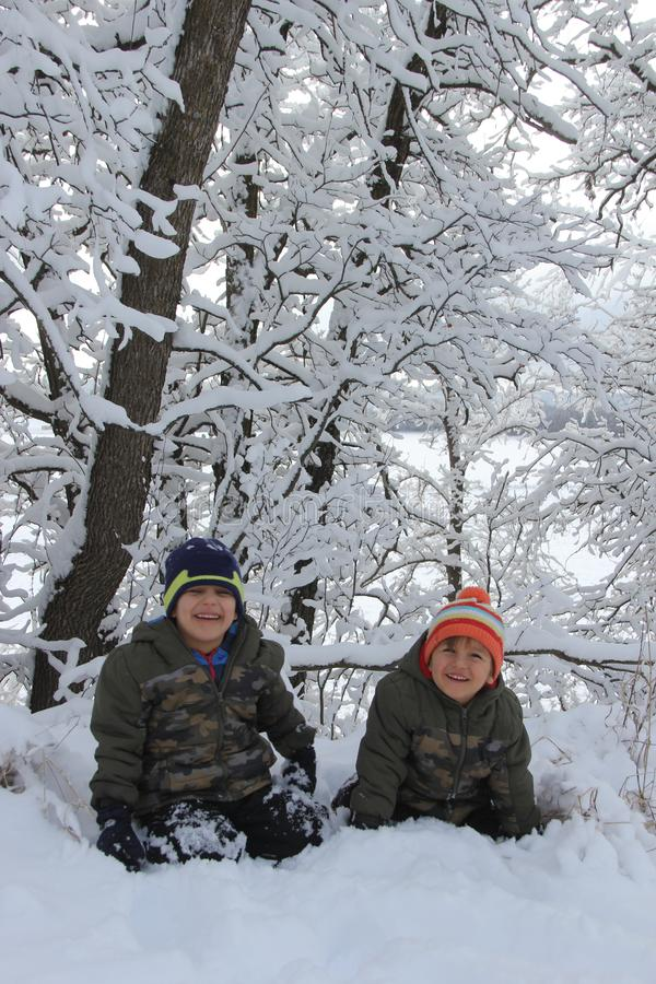 Amusement de famille dans la neige de Manitoba photo stock
