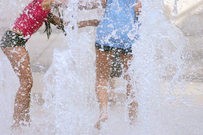 Download Amusement de l'eau image stock. Image du éclaboussure, fille - 81915