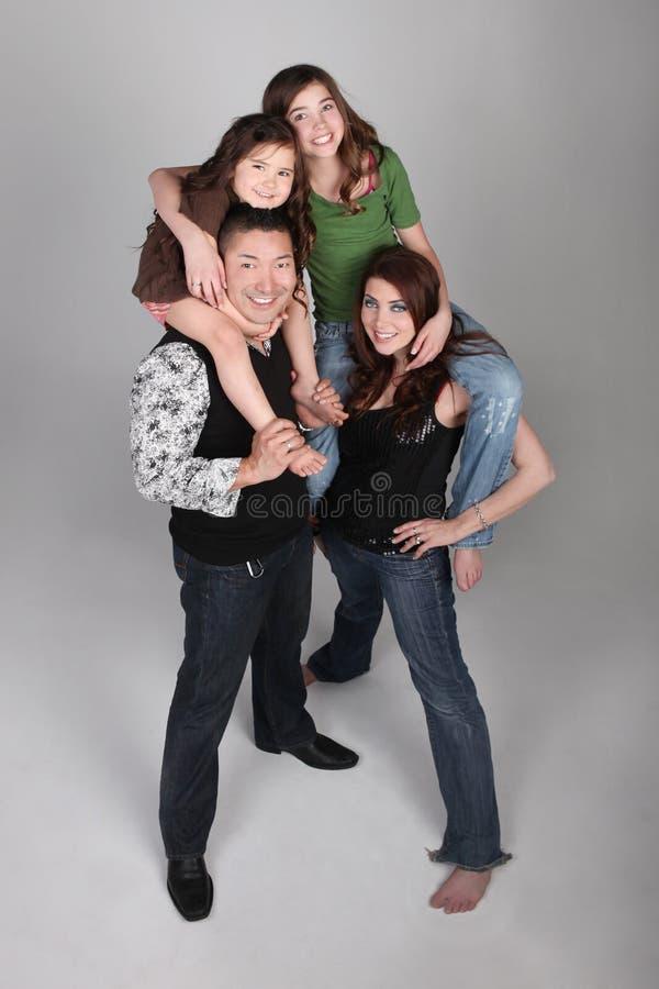Amusement et verticale verticale exceptionnelle de famille photos libres de droits