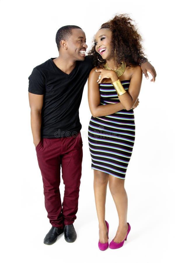 Amusement modèle africain de Couple Together Having dans le studio, intégral images stock