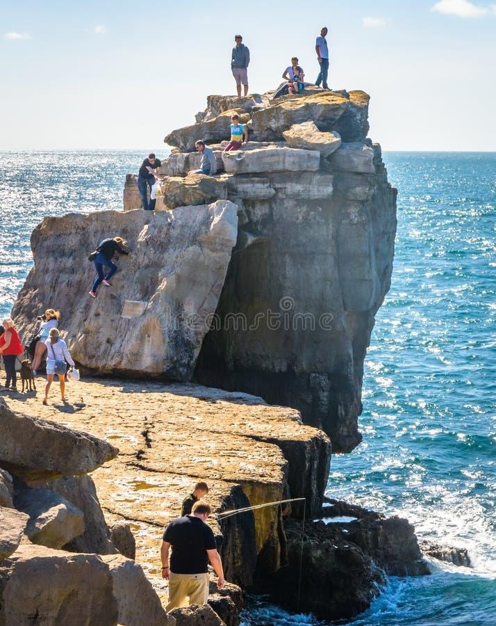 Download Amusement sur la roche photographie éditorial. Image du situé - 77159207
