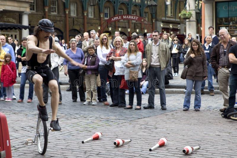Amuseur de rue dans la région du marché de jardin de Covent de photo libre de droits
