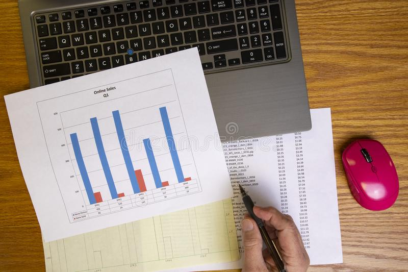 Análise de dados com carta de barra I imagens de stock royalty free