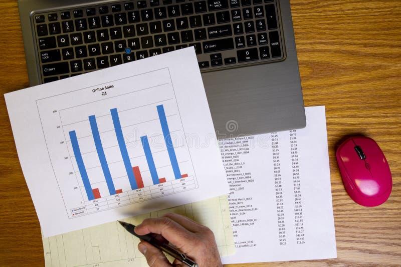 Análise de dados com carta de barra II foto de stock