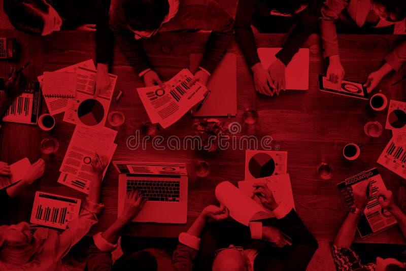 Análise de mercado Team Business Meeting Concept explicando imagem de stock