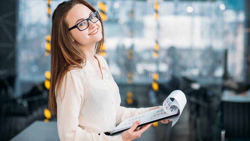 Análise de negócio incorporada do local de trabalho do analista foto de stock
