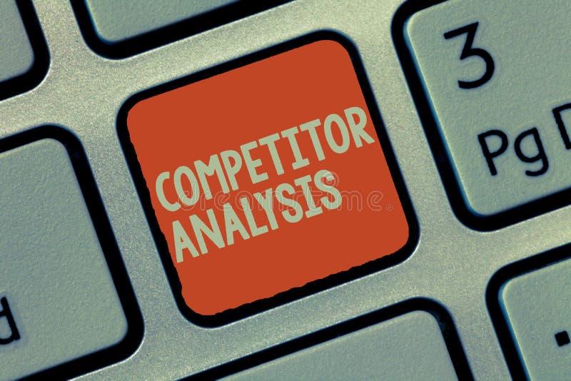 Análise do concorrente do texto da escrita da palavra Conceito do negócio para Determine a fraqueza da força do mercado competiti imagens de stock royalty free