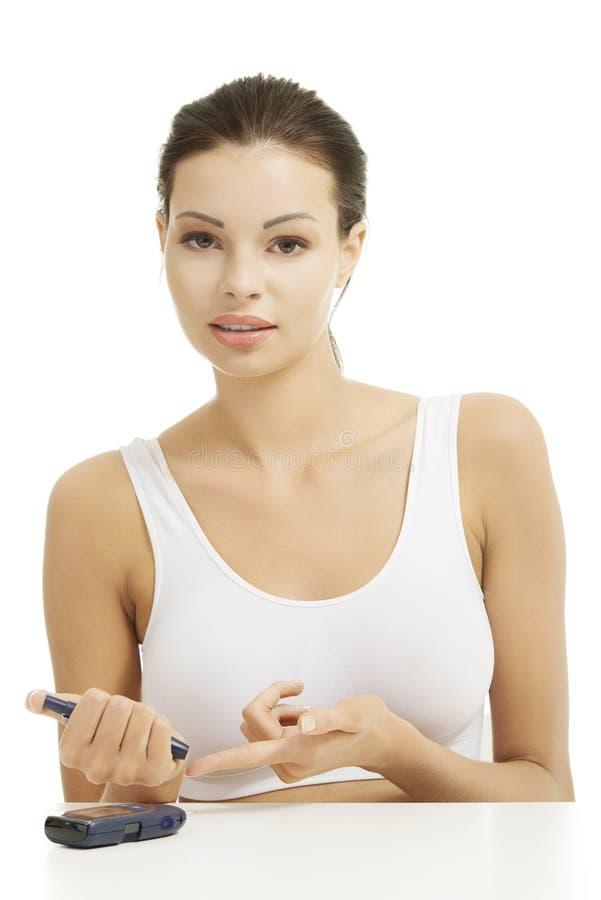 Nivel de medición paciente de la glucosa de la diabetes imagen de archivo