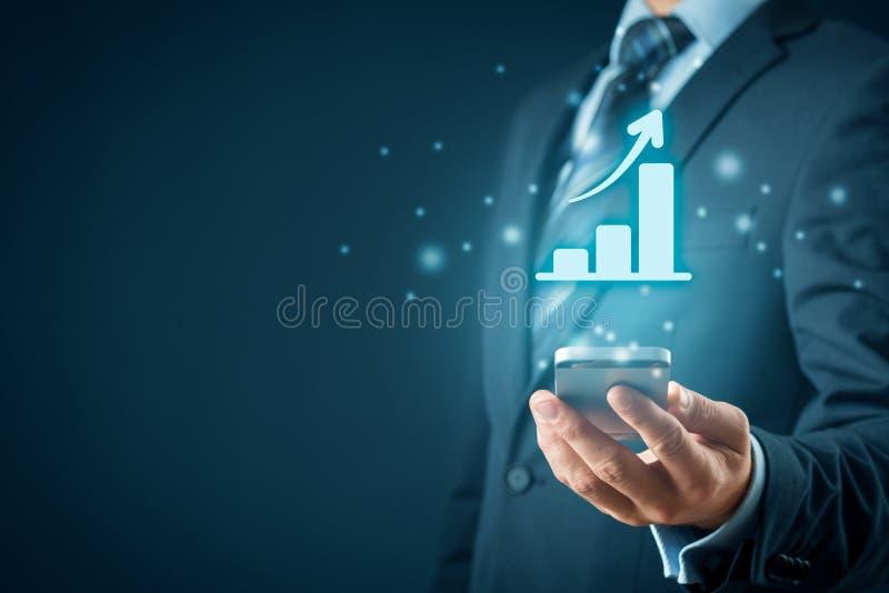 Análisis del crecimiento del negocio con el teléfono elegante