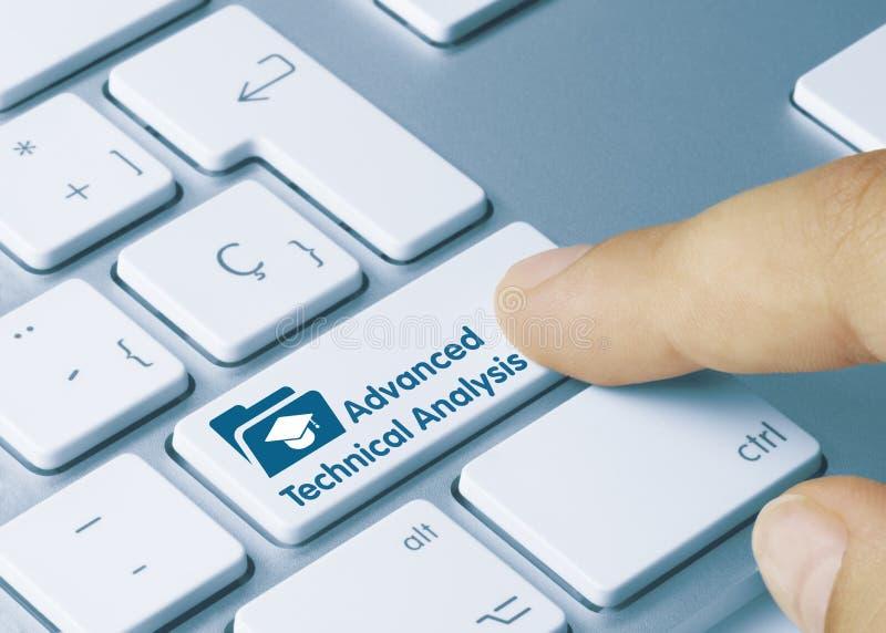 Análisis técnico avanzado - Inscripción en la tecla del teclado blanco fotos de archivo libres de regalías