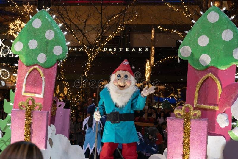 Anão branco da neve na parada do Natal de Bellevue foto de stock