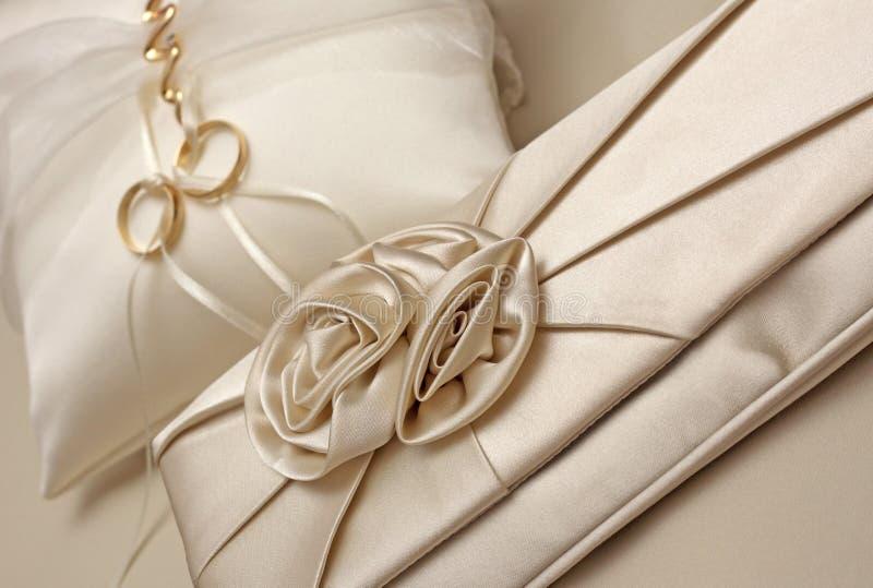 Download Anéis de casamento 3 imagem de stock. Imagem de símbolo - 10050473