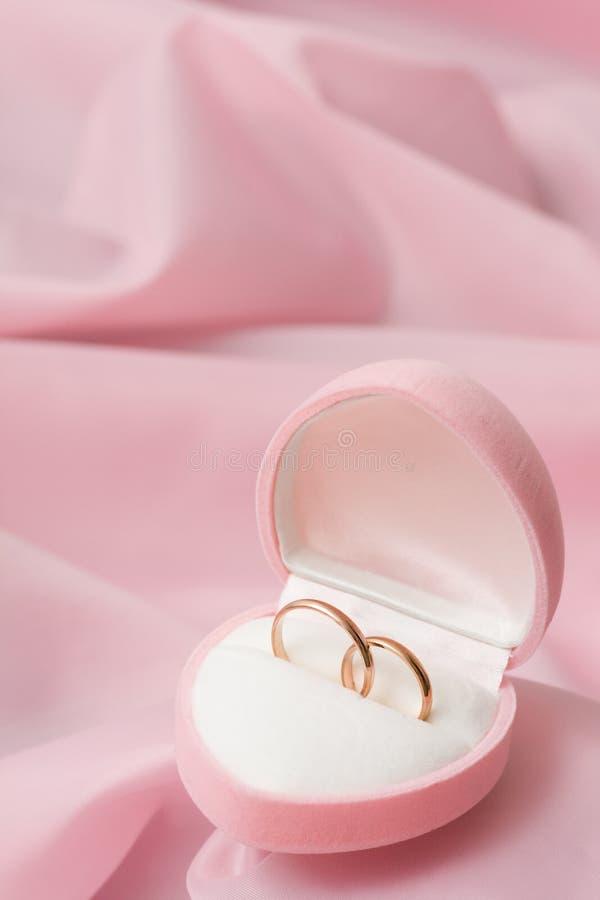 Anéis de casamento fotos de stock