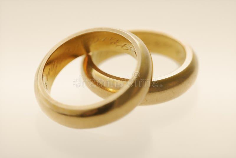 Anéis de casamento velhos imagem de stock