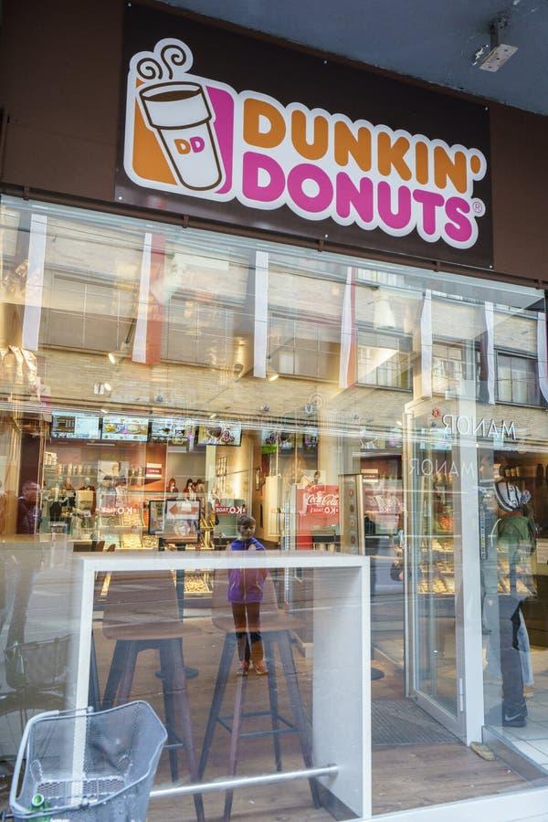 Anéis de espuma de Dunkin em Suíça fotos de stock royalty free