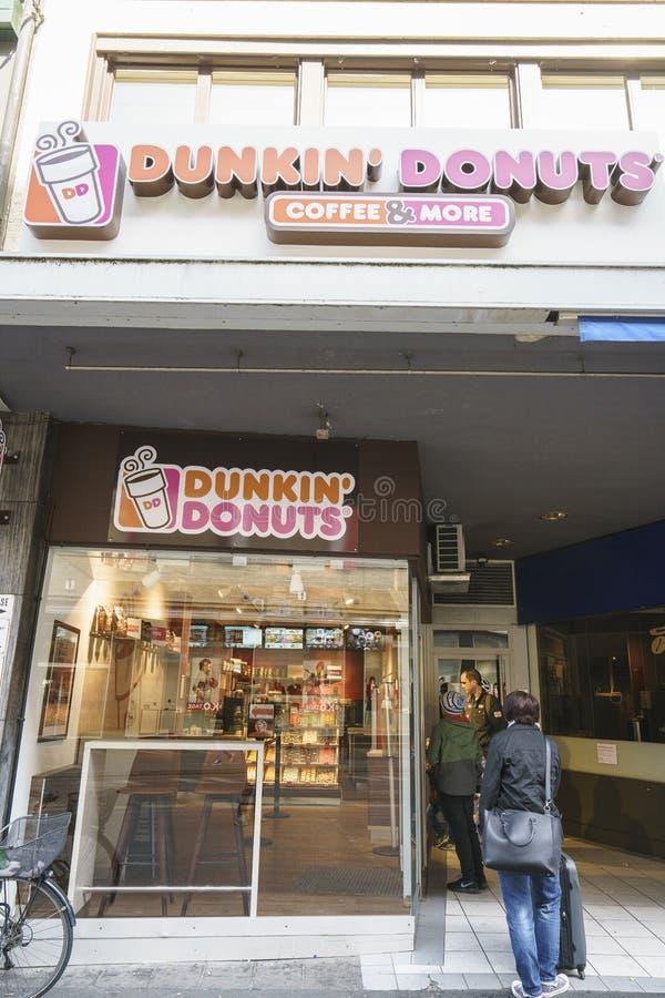 Anéis de espuma de Dunkin em Suíça imagens de stock